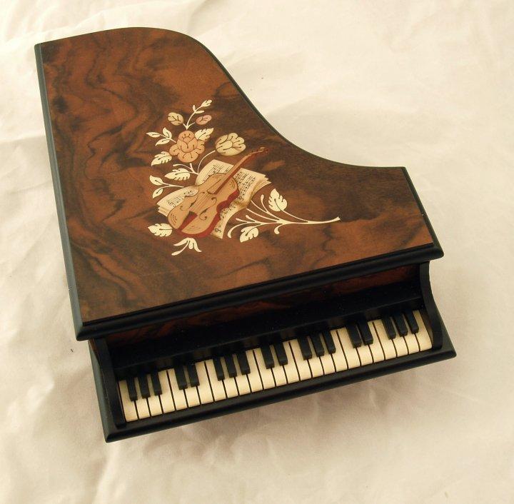 Musical piano jewellery box